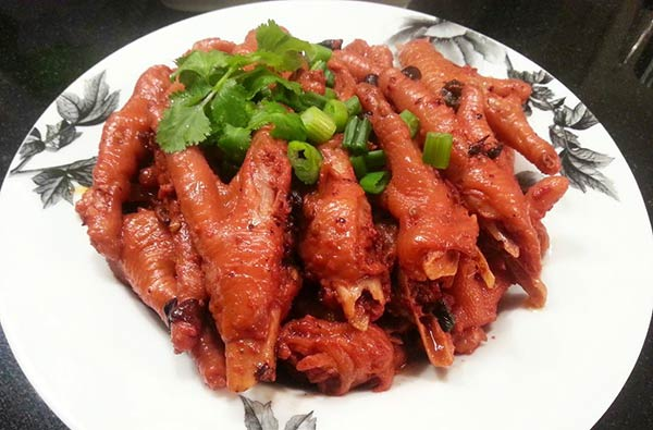 Braised red yeast chicken feet